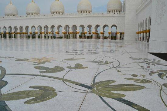 Mezquita Sheikh Zayed: marble