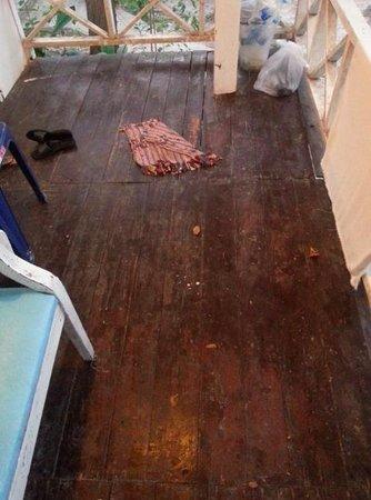 Le Blanc Samed Resort: Dirty floor
