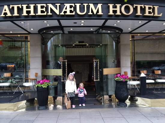 Athenaeum Hotel & Apartments : Happy Easter