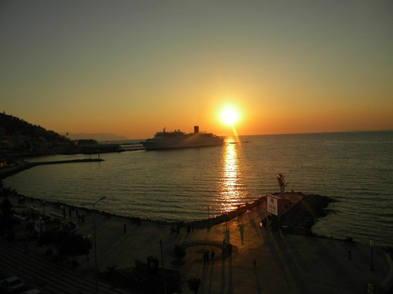 Ilayda Hotel: View of Kusadasi Port
