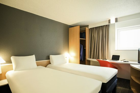 Ibis Orly Chevilly Tram 7 : Twin room