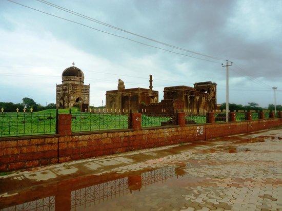 Bidar Fort: Bahmati tombs