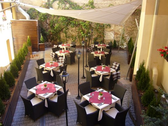 Angels Restaurant & Bar : patio