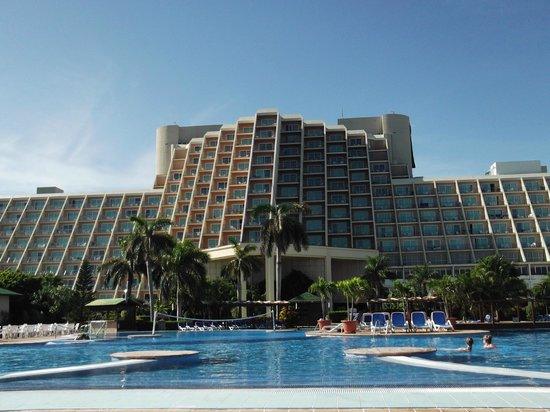 Blau Varadero Hotel Cuba: The view drom the pool