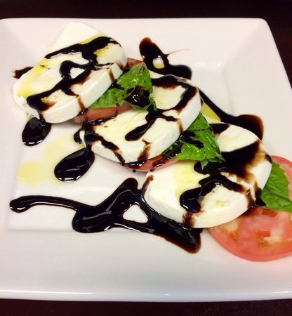 Olympians Family Restaurant: Fresh Mozzarella Caprese