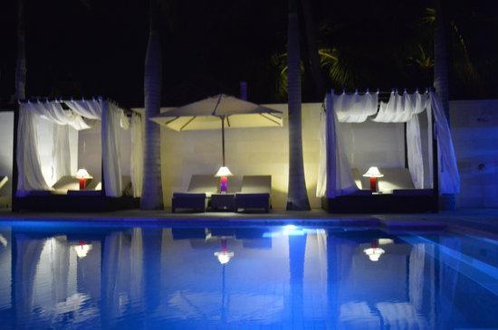 Sunsea Resort: Infinity Pool by Night