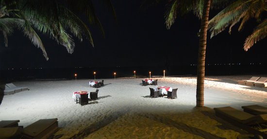 Sunsea Resort: Dinner on the Beach with Torches