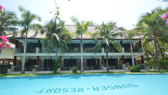 Sunsea Resort: Pool View Rooms