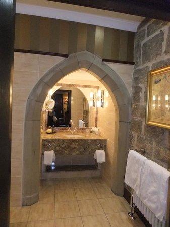 Langley Castle Battlement Tour: Bathroom