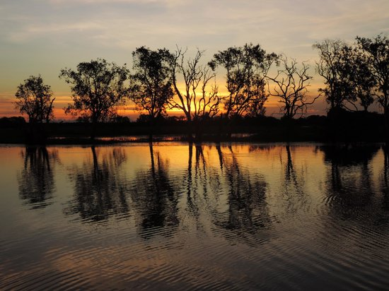 Cooinda Lodge Kakadu: Sunset over Yellow Waters
