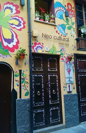 Neo Cultural: Outside, passing by when it was closed.