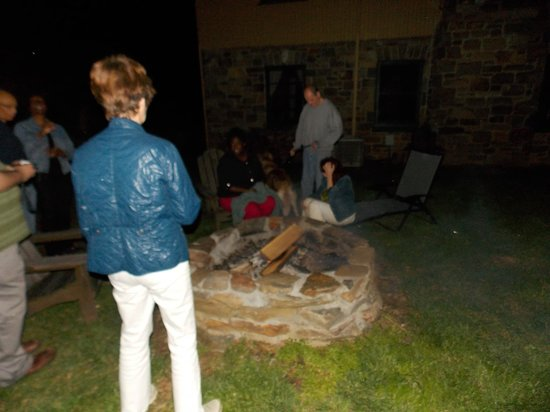 Tuckasiegee River Mountain Lodge: Night time bonfire is a great time to mingle with the guests.