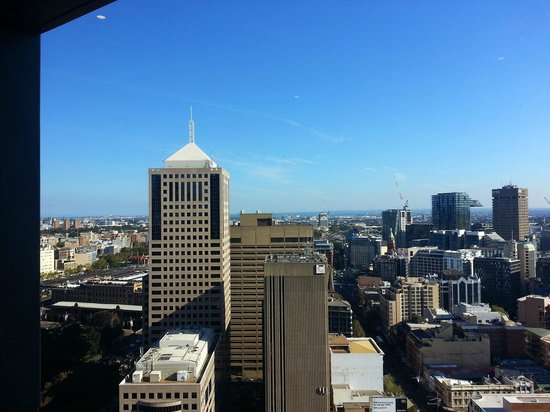 Meriton Serviced Apartments Campbell Street : View of the city during the day