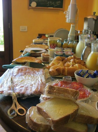 Villa Monica B&B : some of the breakfast items
