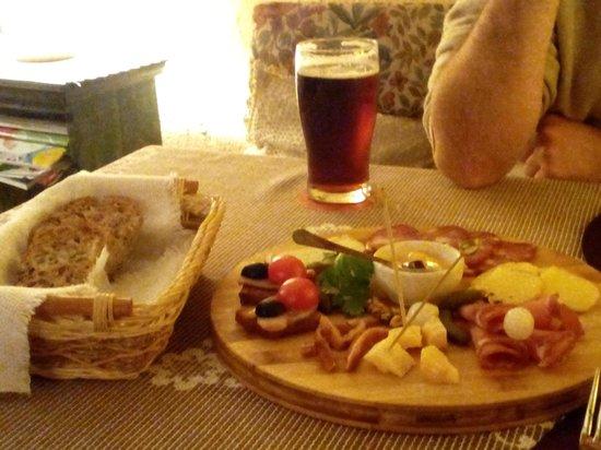 Senoji Trobele: Asorted platter of Lithuanian goodies with beer.