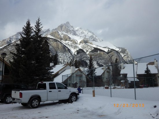 Banff Rocky Mountain Resort: outdoor areas