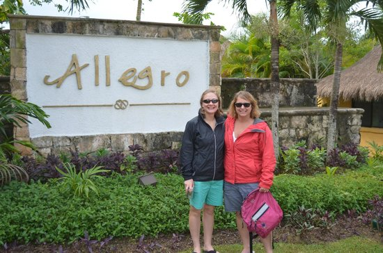 Allegro Cozumel: The sign out front