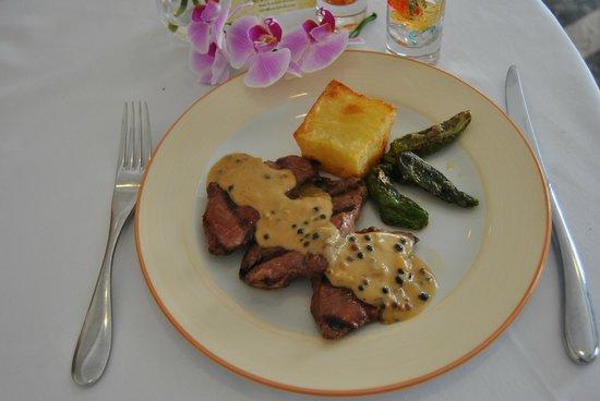 Hotel El Eden: Carne de Cerdo Ibérico a la Brasa con salsa a las cinco bayas