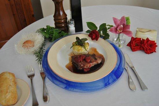 Hotel El Eden: Carne de Cerdo Ibérico a la Brasa con reducción de Pedro Ximénez y Frambuesas