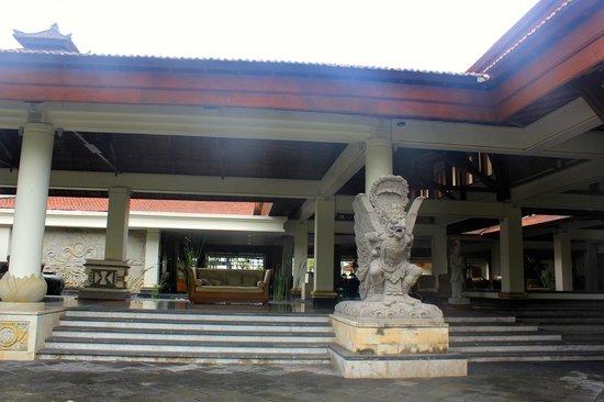 Nusa Dua Beach Hotel & Spa: отель