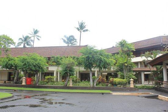 Nusa Dua Beach Hotel & Spa: вид из номера