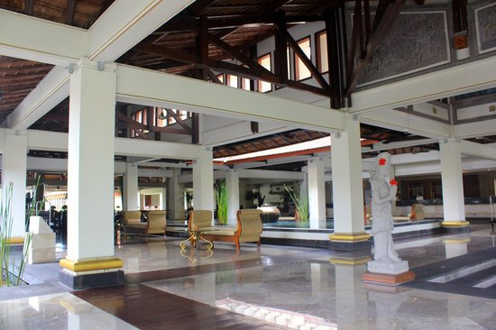 Nusa Dua Beach Hotel & Spa: холл