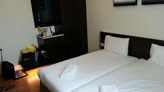 7 Days Premium: 2 Super Single bed