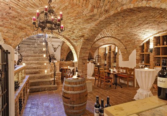 Hotel-Restaurant Mader: Vinothek