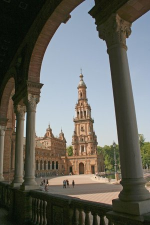 Place d'Espagne : Sotto i portici del palazzo