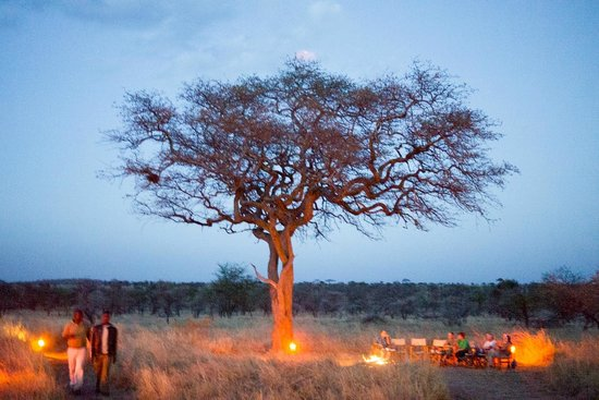 Ang'ata Camp Serengeti : Nice campfire by the tree