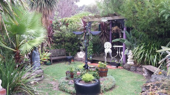 Seas The Day B&B: Beautiful garden