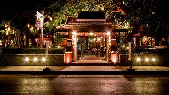 Raya Restaurant and Wine Bistro : Street View