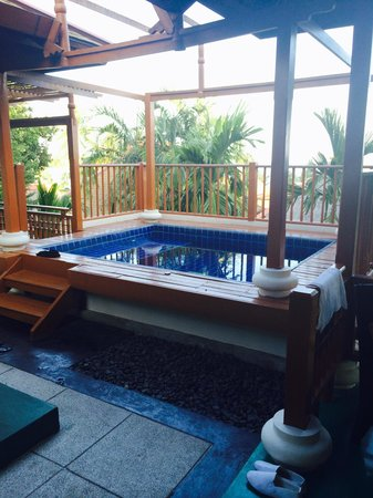 The Briza Beach Resort Samui: Jacuzzi