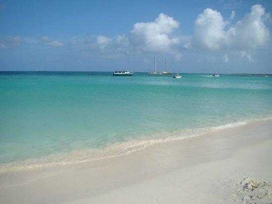 Hotel Riu Palace Aruba: Nice clear and calm water