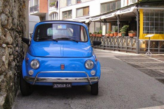 Ristorante Pizzeria Il Mulino: Il Mulino and the most Italian of cars