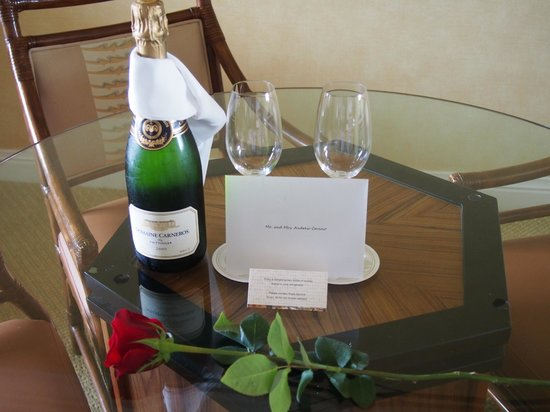 Four Seasons Resort Maui at Wailea: Our Anniversary Gift from the Hotel