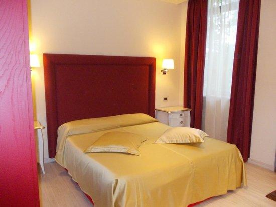 Residence Diamanterosso: letto matrimoniale n°2 bello e comodo