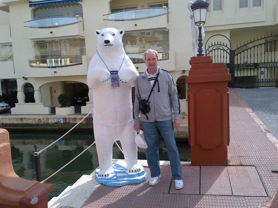 Benalmadena Puerto Marina : Polar bear statue in Puerto Marina Benalmadena!