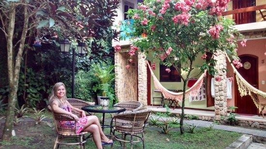 Aratinga Inn : Em frente ao quarto