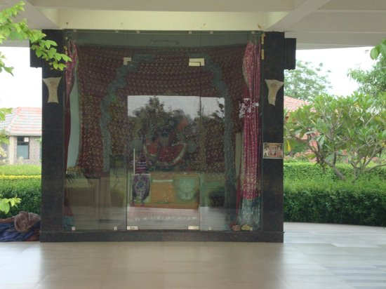 Shri Radha Brij Vasundhara - The Resort & Spa: Temple onsite