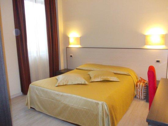 Residence Diamanterosso : Letto matrimoniale n°1 molto comodo