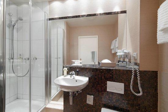 Best Western Plus Hotel St. Raphael : Badezimmer