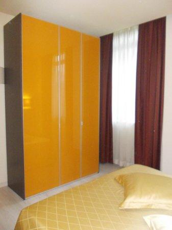 Residence Diamanterosso : armadio della camera da letto