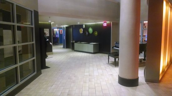 Natick, MA: Hotel Lobby - Business Center Entrance