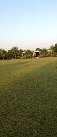Shri Radha Brij Vasundhara - The Resort & Spa: Lawns