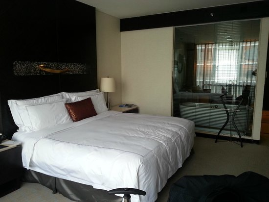 InterContinental Hotel Qingdao : King size Bed