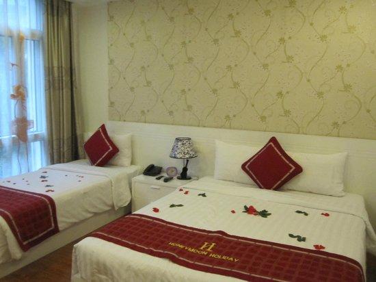 Hanoi Holiday Diamond Hotel: Triple room