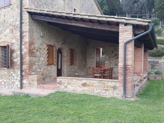 Azienda Agraria Il Castagno : הווילה מזווית אחרת