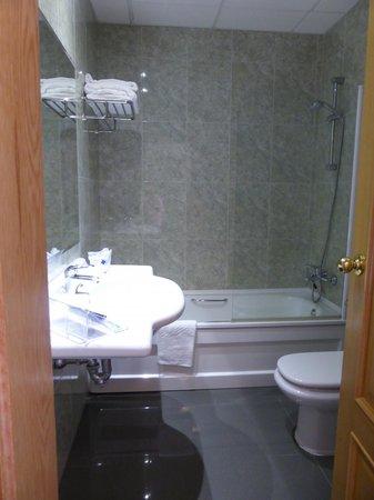 Hotel Oca Vermar: Baño hab. 305