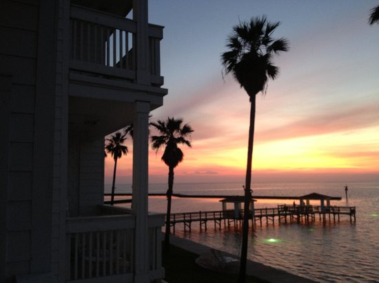 Lighthouse Inn at Aransas Bay: Sunrise on Rockport Bay